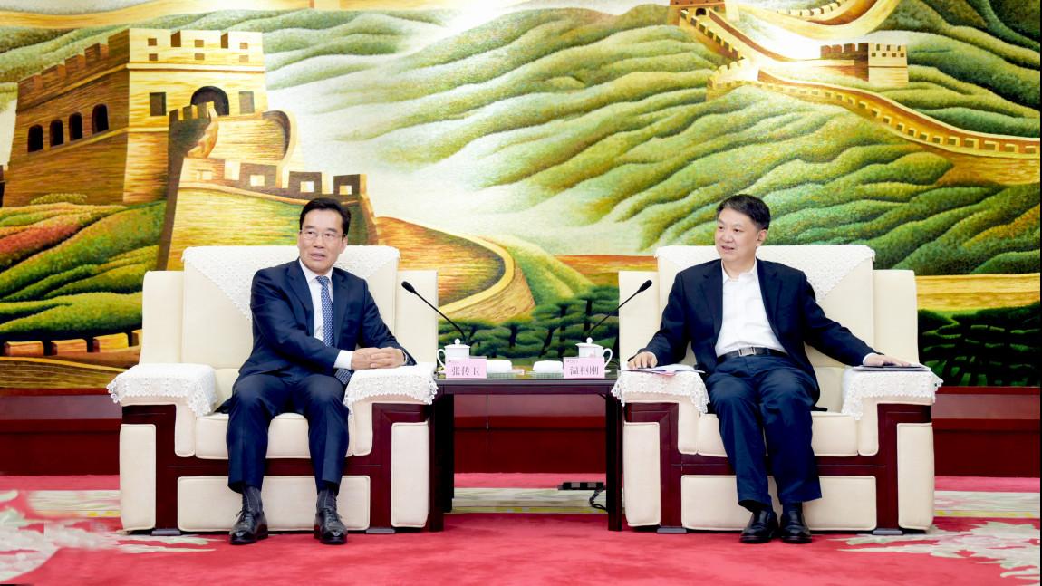 明阳智能董事长张传卫与中国华电集团董事长温枢刚在京会谈1.jpg